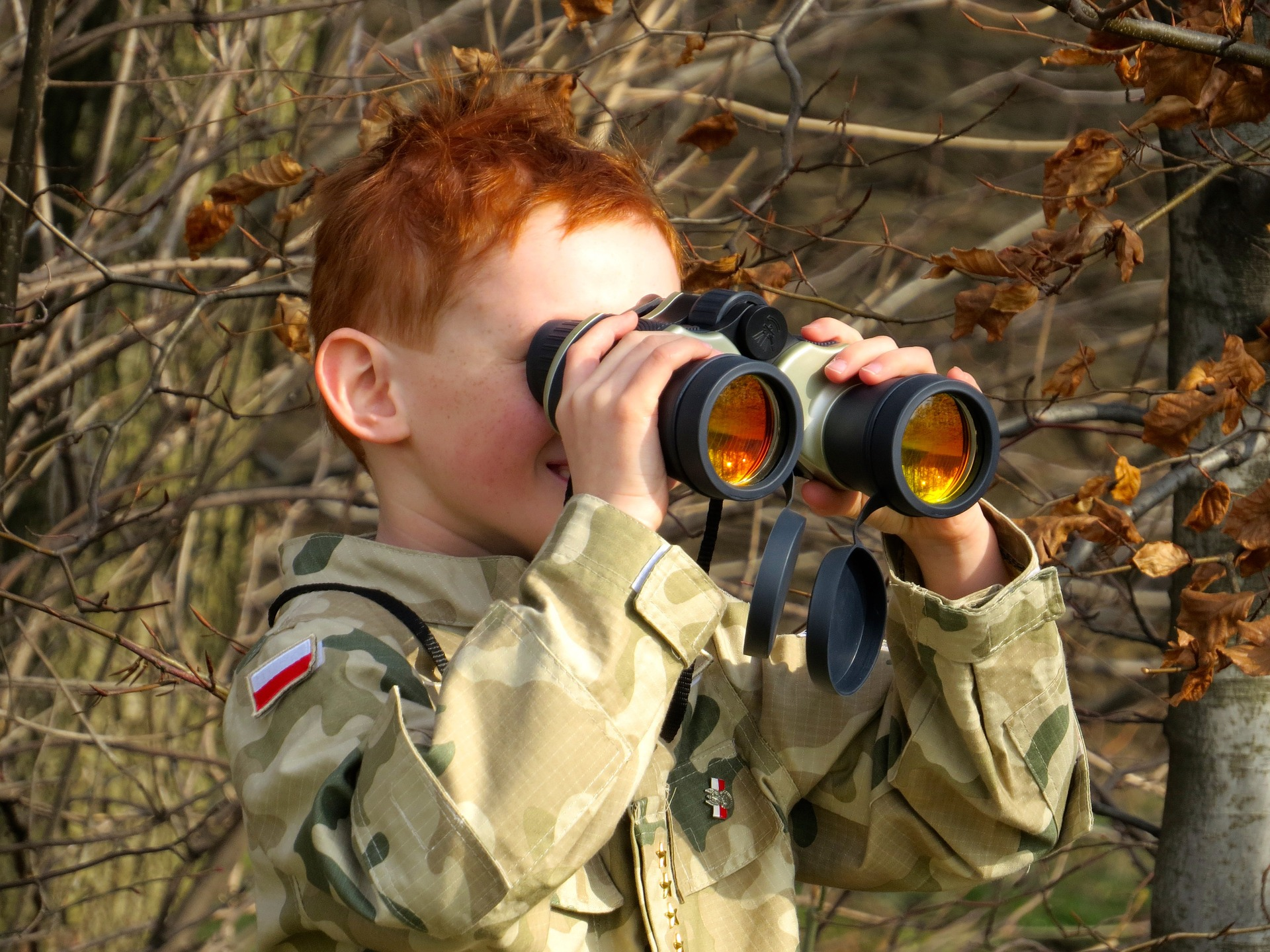binoculars-796423_1920